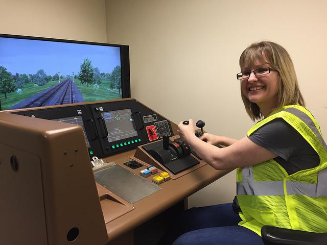 A Railinc employee tries out a locomotive simulator at CSX REDI.